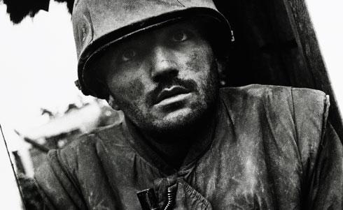 A visão do soldado em choque, uma das premiadas imagens de Mc Cullin